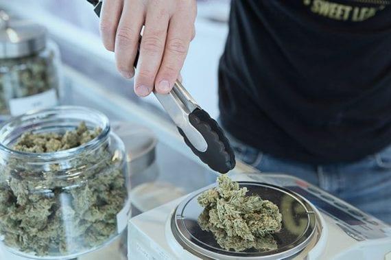 Si elle est légalisée au niveau national, la marijuana peut rester dans les environs.