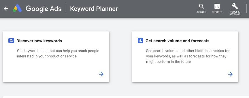 Le Google Ads Keyword Planner est un outil de recherche gratuit. Vous aurez cependant besoin d'une campagne Google Ads active pour y accéder.