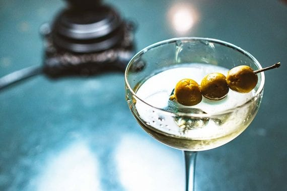 Un martini avec trois olives serait une bonne façon de célébrer la Journée du Martini. <em>Photo : Stanislav Ivanitskiy.</em> » width= »570″ height= »380″ srcset= »https://repha.fr/wp-content/uploads/2020/05/1589261983_883_5-idees-de-marketing-de-contenu-pour-juin-2020.jpg 570w, https://www.practicalecommerce.com/wp-content/uploads/2020/04/043020-martini-300×200.jpg 300w, https://www.practicalecommerce.com/wp-content/uploads/2020/04/043020-martini-768×512.jpg 768w, https://www.practicalecommerce.com/wp-content/uploads/2020/04/043020-martini-150×100.jpg 150w, https://www.practicalecommerce.com/wp-content/uploads/2020/04/043020-martini-500×334.jpg 500w, https://www.practicalecommerce.com/wp-content/uploads/2020/04/043020-martini.jpg 1000w » sizes= »(max-width : 570px) 100vw, 570px »/></p> <p id=
