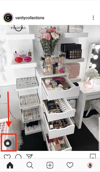 L'icône du petit panier en bas à gauche indique que l'article est étiqueté avec les produits disponibles à l'achat.